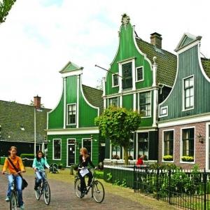 荷兰语是荷兰留学必备吗?