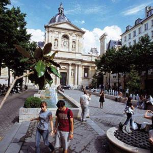 语言类专业学生申请法国留学什么专业好