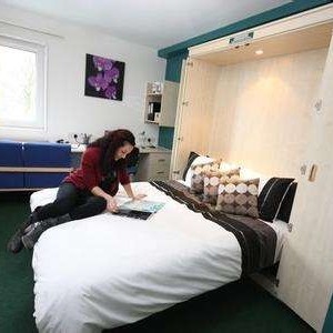 西班牙中国留学生租房遇房东反悔 出国租房需谨慎