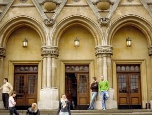 高中生申请英国留学的方案有哪些