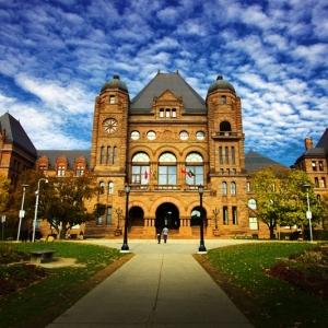 2019麦考林加拿大大学排名