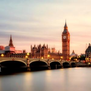 英国留学热门专业及就业方向解析