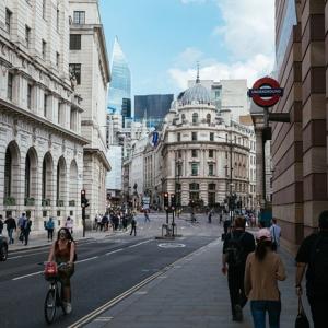 分析英国留学商科热门专业金融与会计金融