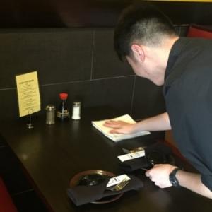 在美国餐馆打工:贴补生活费 当成历练