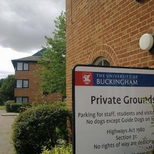 英国唯一皇室特许的独立性大学——白金汉