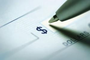 美国政府考虑第二轮的发钱方案,大学生也有钱拿!