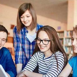 适合女生申请的8个英国留学专业!
