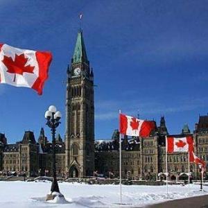 加拿大留学申请学院还是大学?